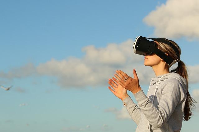 VRをしている女性