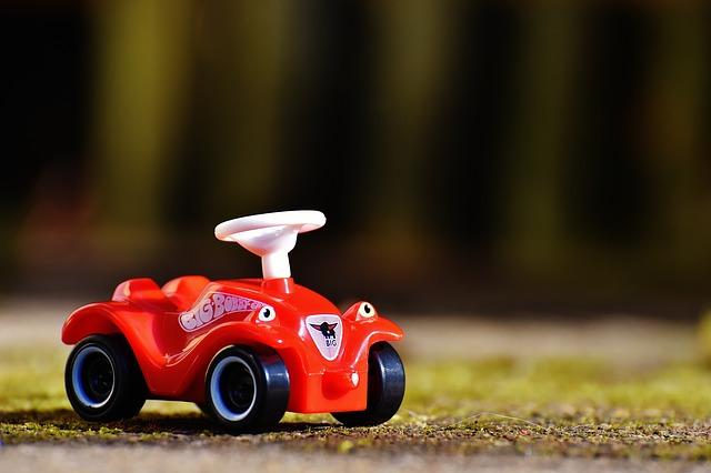 乗る車のおもちゃ