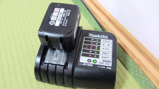 バッテリーの充電器