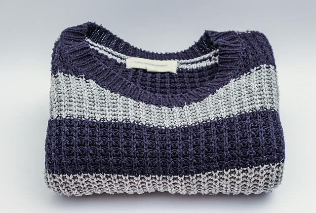 たたんだセーター
