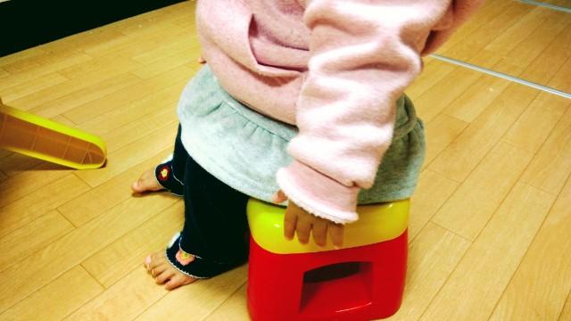 赤ちゃんと椅子